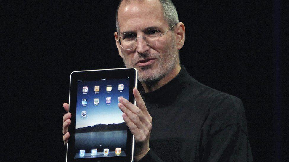 Apple навлиза на пазара за мобилни телефони и Flash започва падежа си.